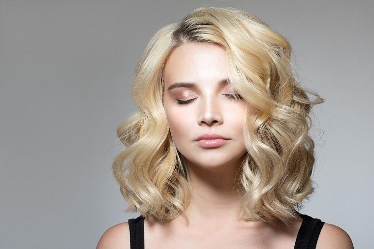 cheveux-blonde-bouclés-idées-2019