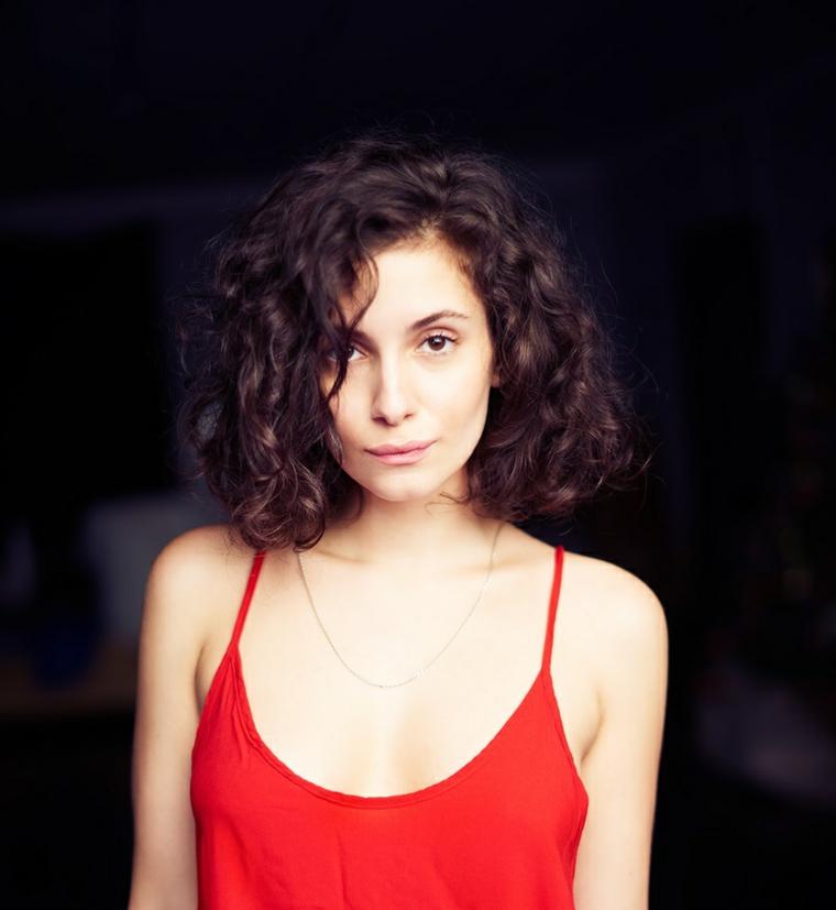 coupes-de-cheveux-femme-2019-cheveux-court-frisé