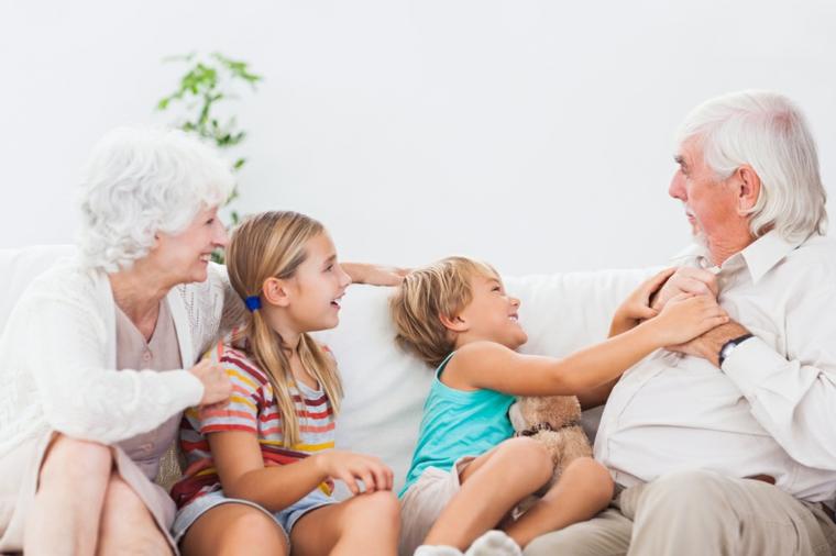 Samuser avec les grands-parents
