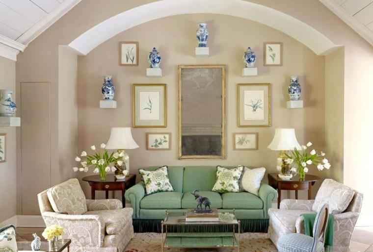 flores-blancas-lados-sofa-sala-estar