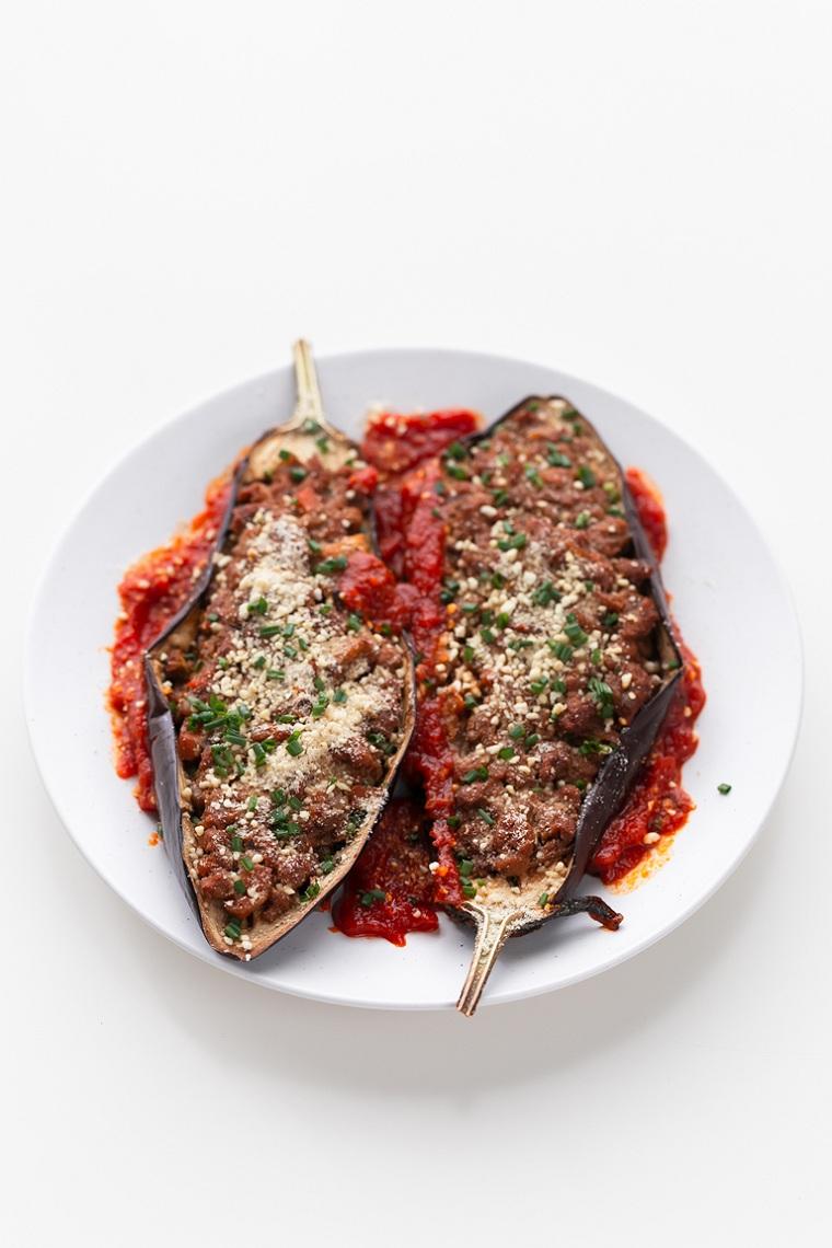 aubergine farcie-recette-vegan-sauce-vegan