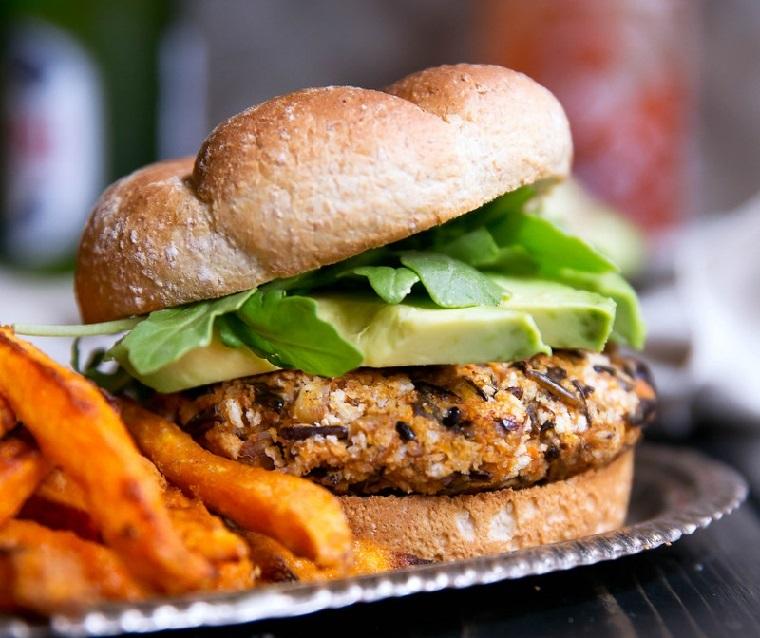 hamburgers-vegan-riz-batata-recette-délicieux