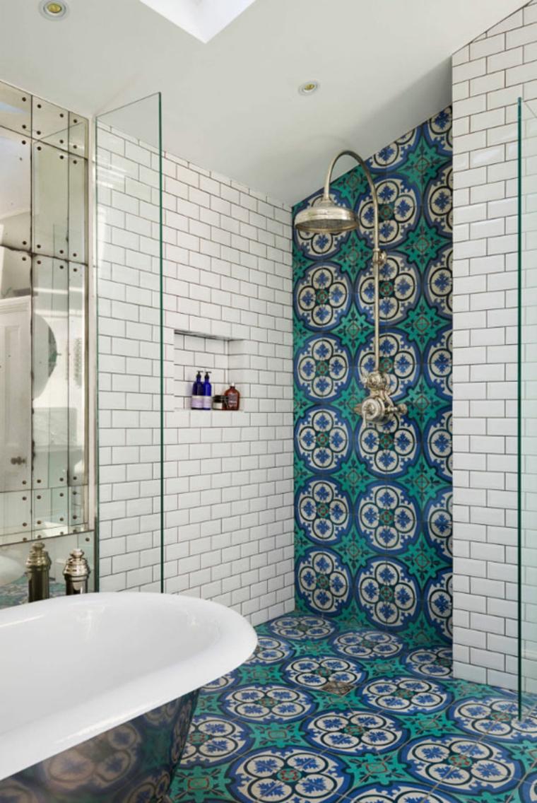Carrelage de salle de bain avec motifs graphiques rustiques