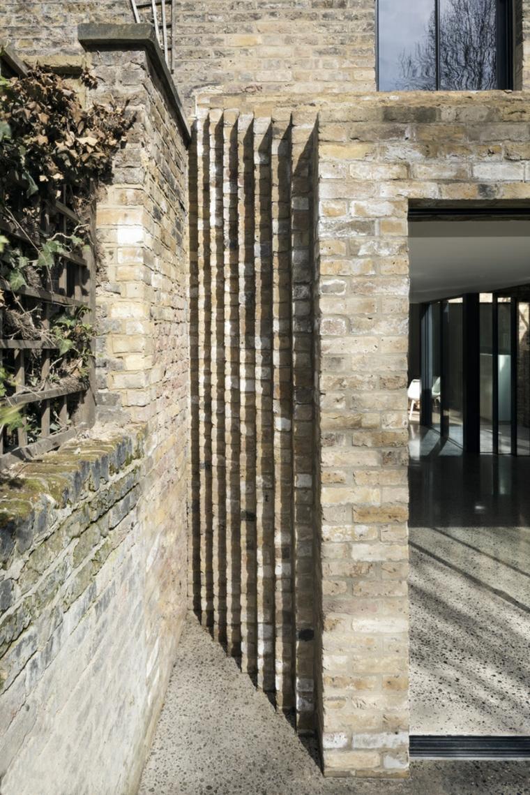 briques avec marches verticales