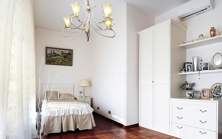 chambre à coucher-enfant-murs-blancs
