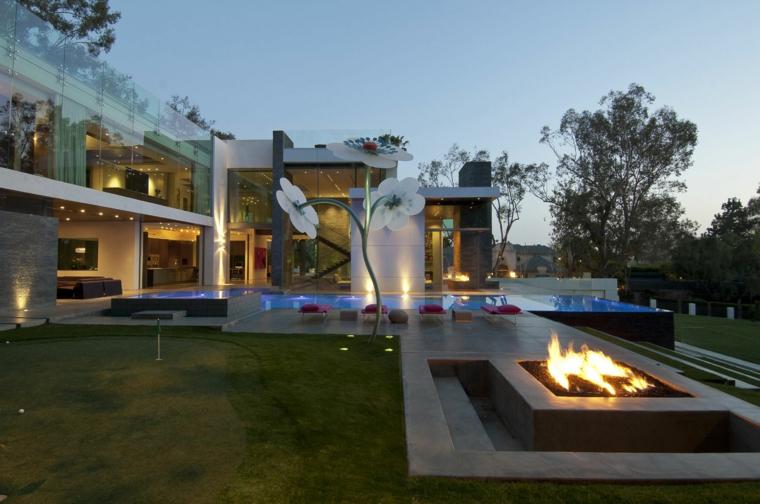 jardins avec cheminées et barbecues en plein air