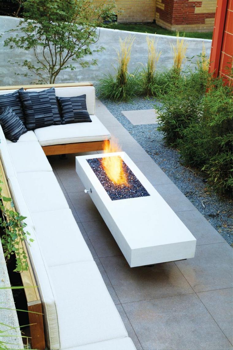 jardins avec cheminées et barbecues