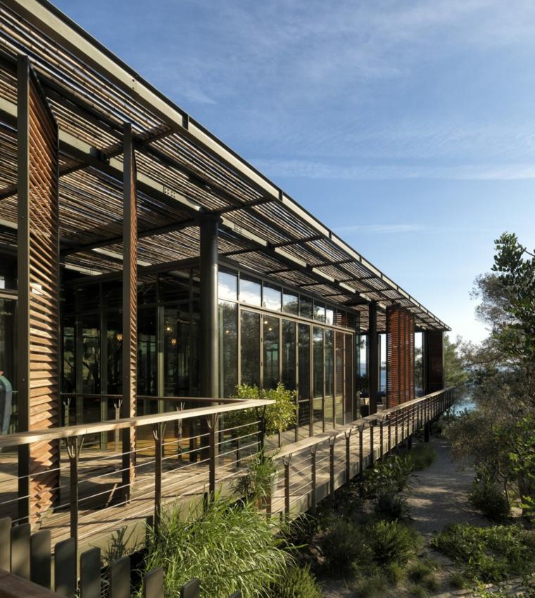 Vous pouvez parcourir toute la maison des terrasses extérieures