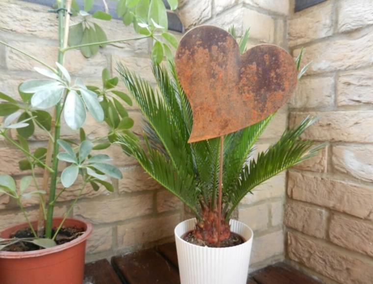 pot décoré avec coeur