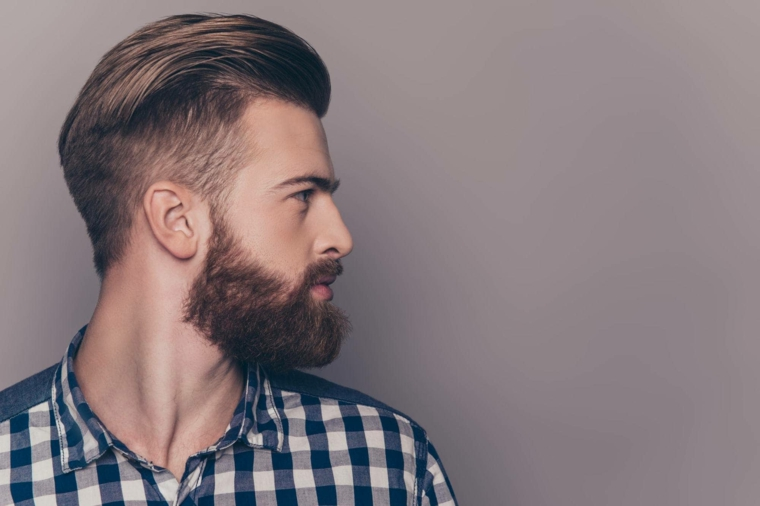cheveux-vers-derriere-style-homme moderne