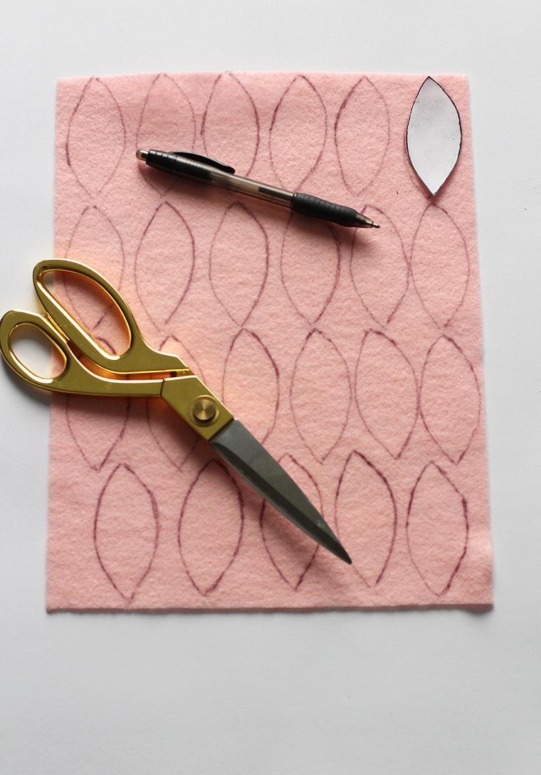 dessiner-feuilles-couronne-idées-feutre-rose