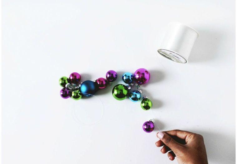 diy-corona-navidad-idees-estilo-scandinavo-bolas-navidad