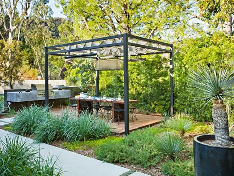 Restaurant en plein air, salle à manger dans le jardin