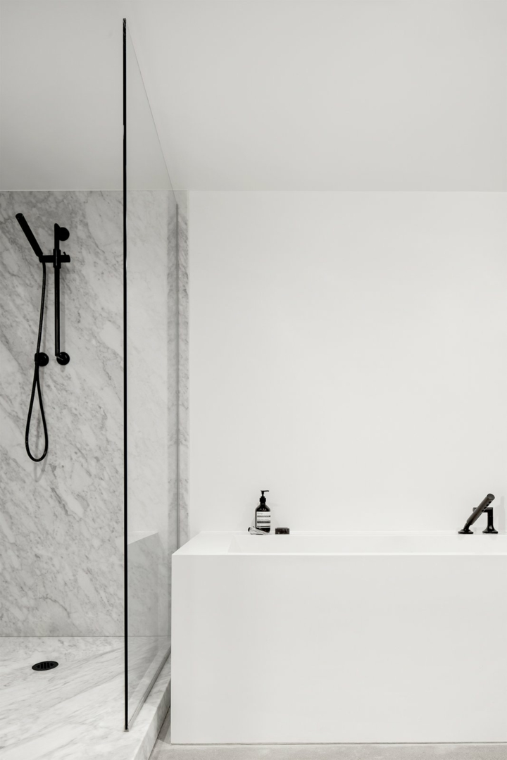 étagères-marbre-minimalistes