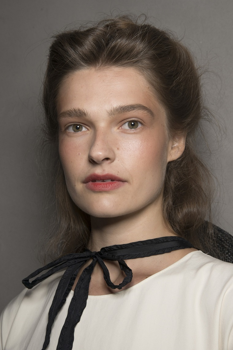 Brock-Collection-printemps-2019-idées-mode-maquillage-simple