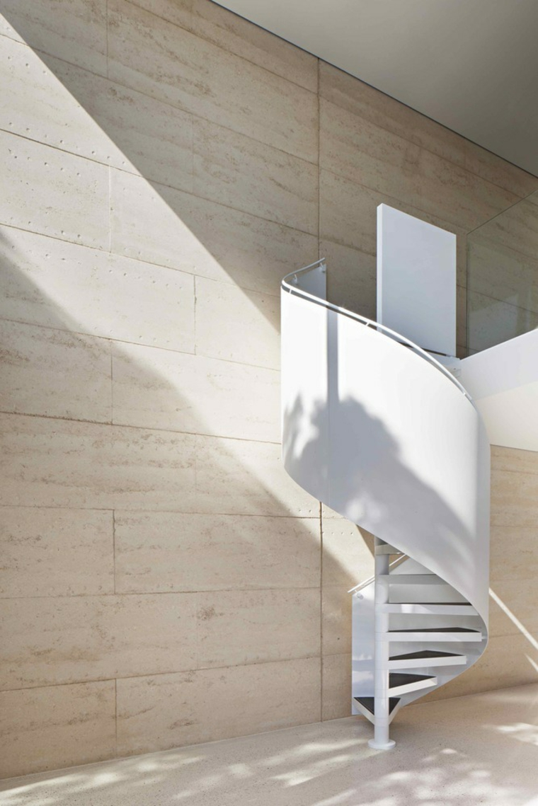 architecture-moderne-avec-terre-comprime
