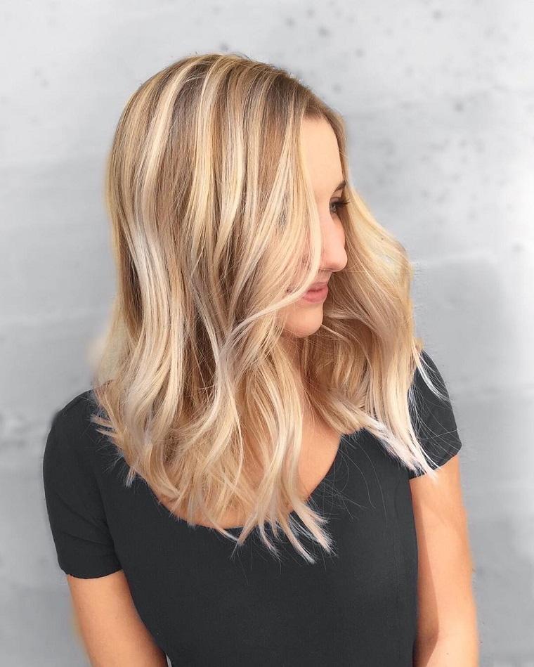 couleurs-de-cheveux-de-mode-2018-idees-blond-sable-style