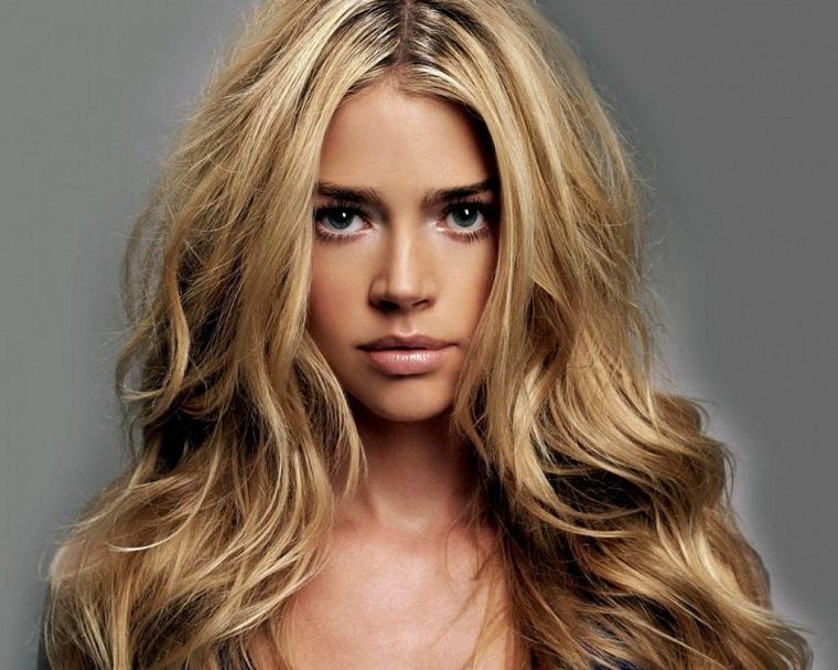 couleurs-de-cheveux-de-la-mode-2018-idees-blond-sable-moderne
