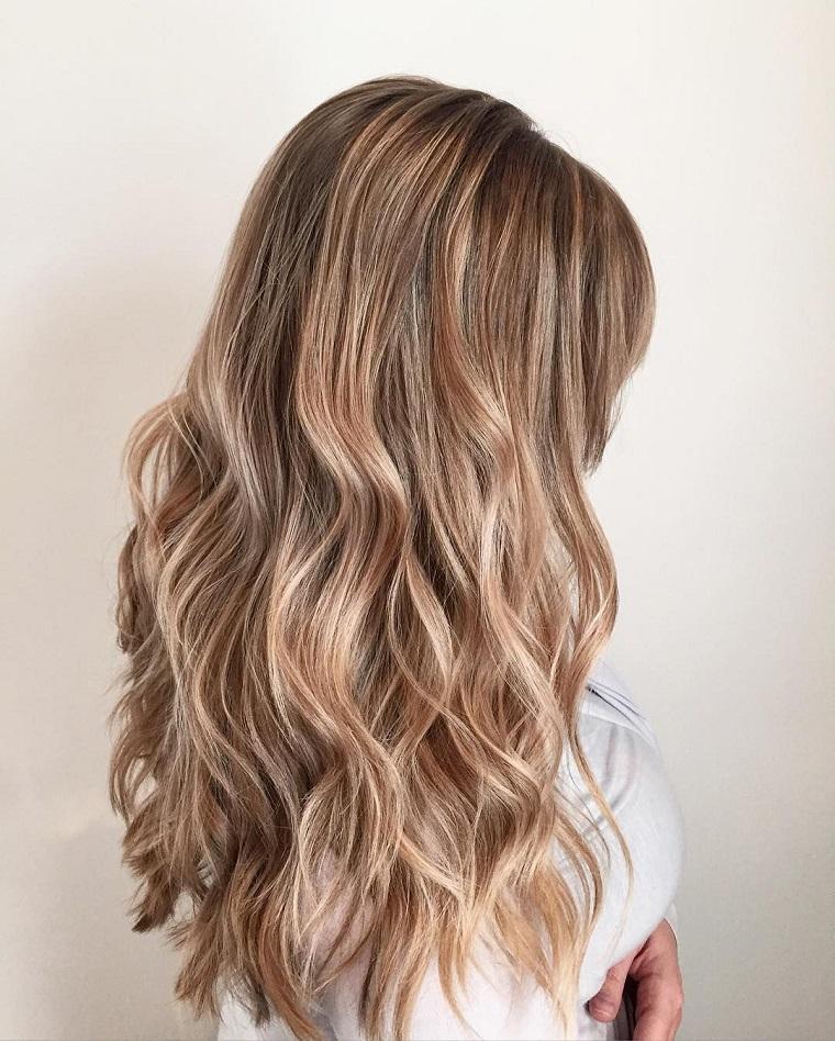 couleurs-de-cheveux-de-mode-2018-idees-blond-sable-moderne-original