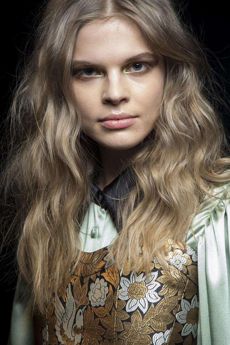 jill-stuart-cheveux-blonde-noire-options-style-mode