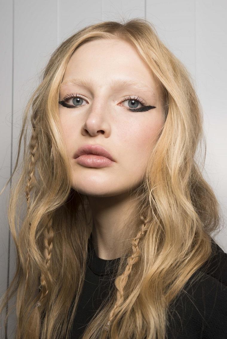 Jill-Stuart-modèles-couleur-cheveux-blonde