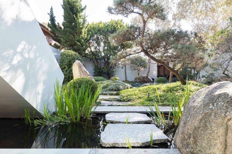 chemin-rochers-jardins-plats