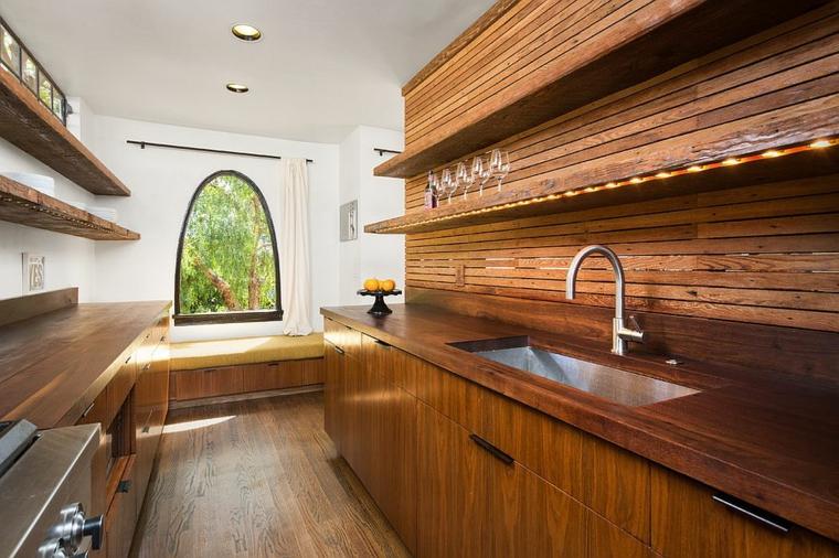 cuisine contemporaine avec armoires en bois