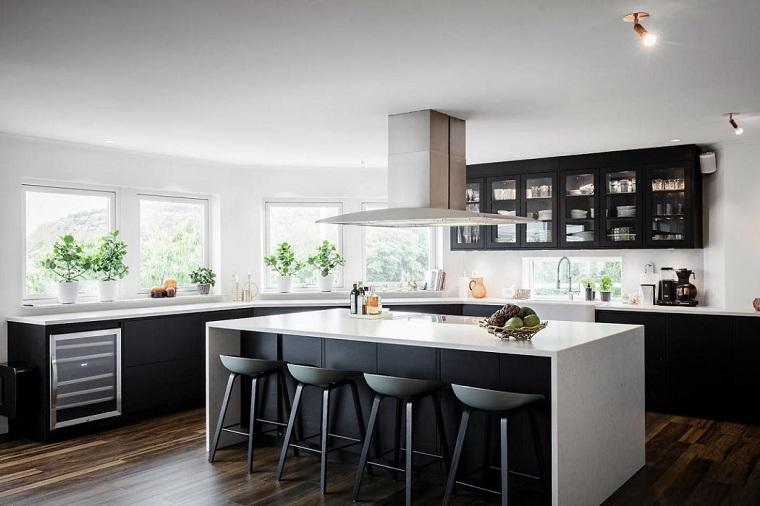 moderne-cuisine-avec-île-moodhouse-intérieur