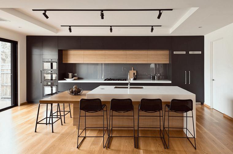 cuisine-large-bois-meubles-noir-options