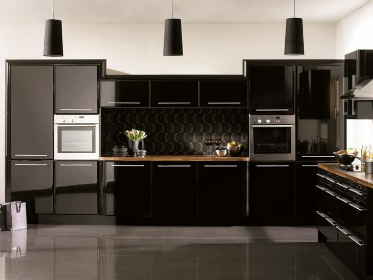 cocina-negra-comptoirs-madera-oscura