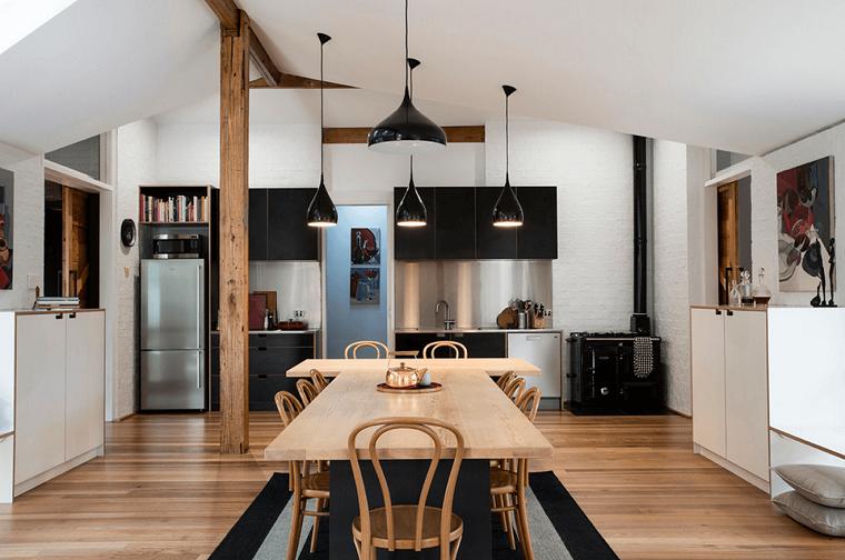 cuisine-noir-table-diner-bois-idées