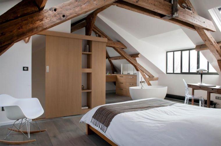 chambre avec poutres en bois