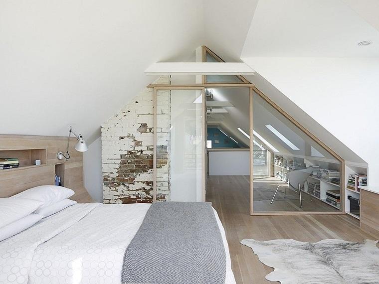 chambre dans le grenier dans le style original