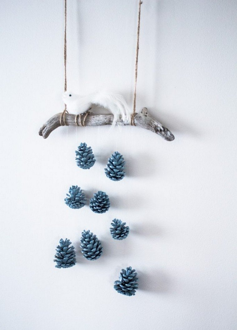 noël-2018-décoration-cônes-suspendus