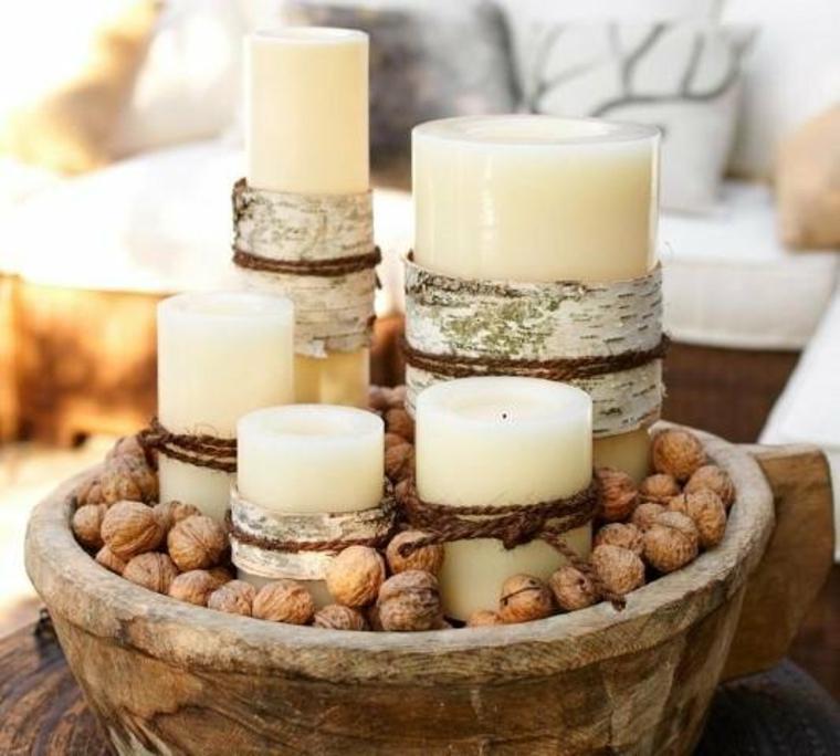 Pièce maîtresse de Noël avec des bougies et des noix