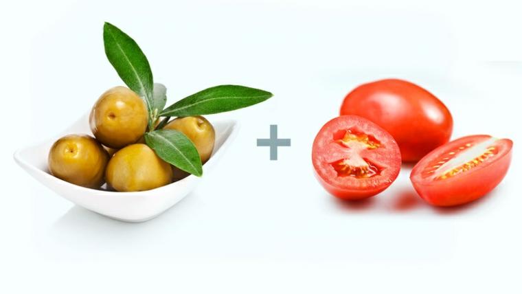nourriture aux olives et aux tomates