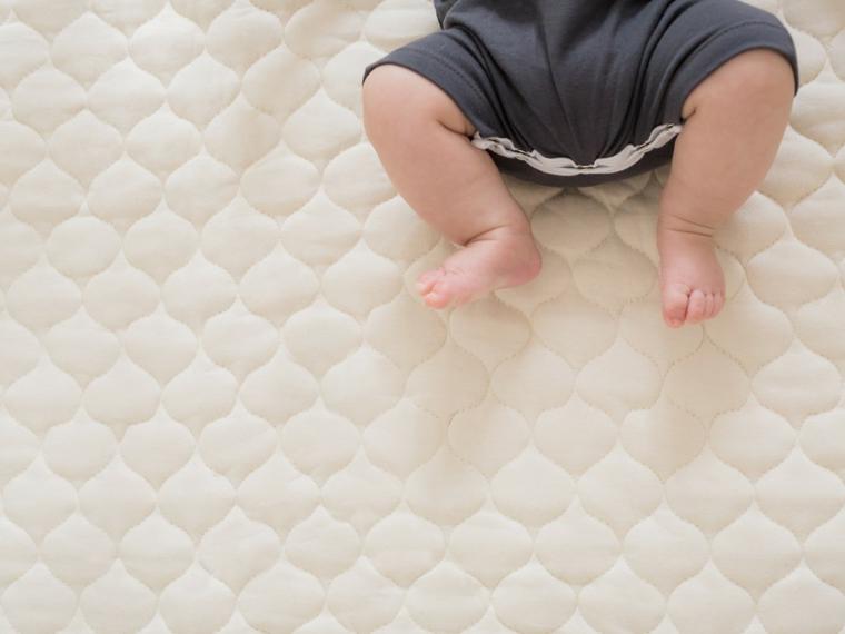 bébé-dormir-mythes-options-soignant-garçon