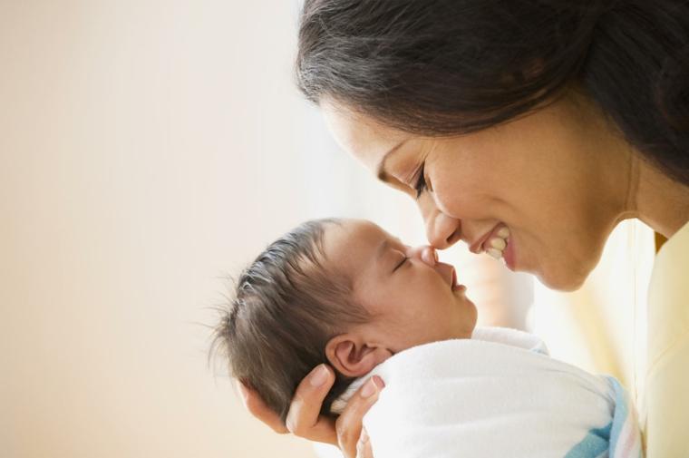 bébé-heureux-endormi-mère-mythes-rêve