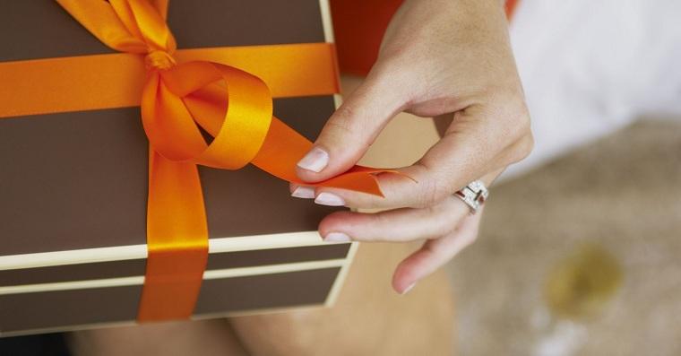 cadeaux-de-rois-femme-femme-traditionnel