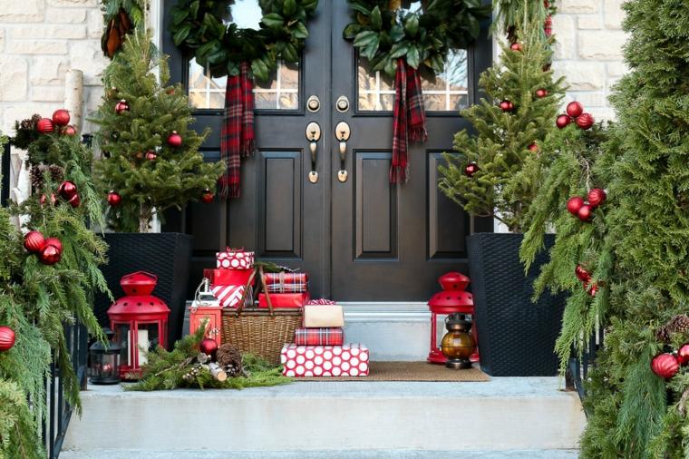 Portes de style décorées de Noël