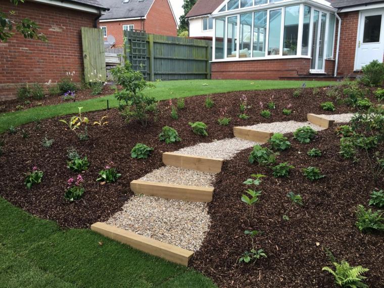 idée de jardin inclinée