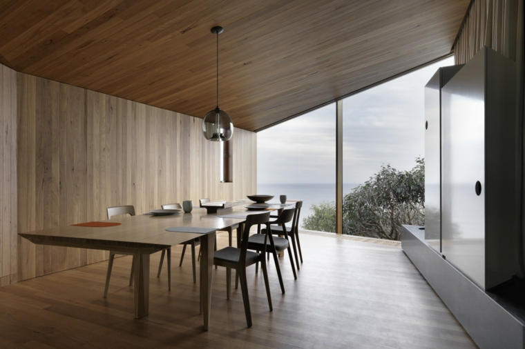 extérieur de table en bois allongé