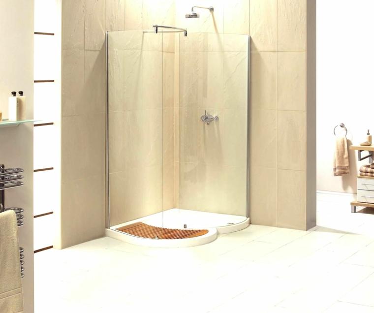 Les douches vous donnent lavantage de pouvoir rester dans le coin,