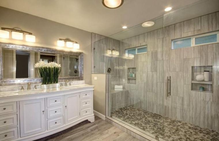 cabine de douche avec cloisons en verre