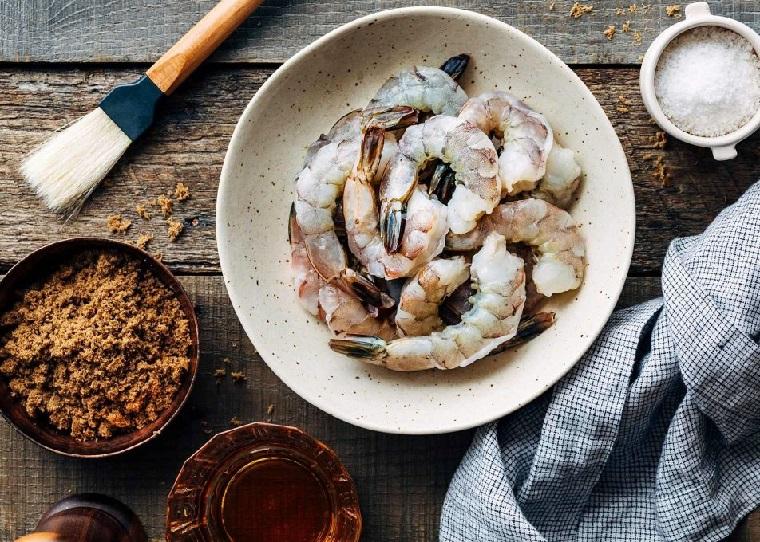 amuse-gueules-pour-noel-crevettes-glaçage-bacon
