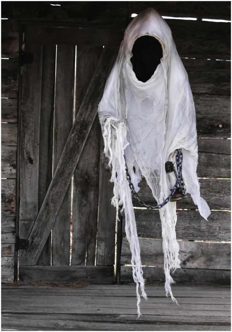 fantôme pour Halloween avec chaîne