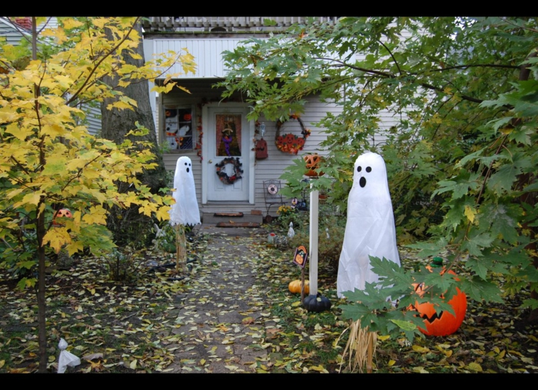 fantômes dans le jardin