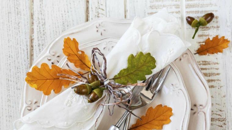 feuilles dautomne pour décorer la table