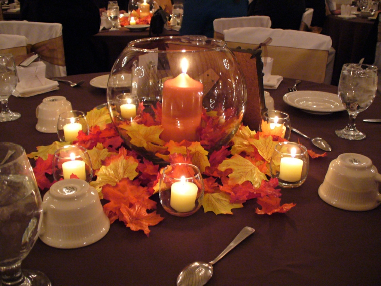 automne-table-feuilles-bougies