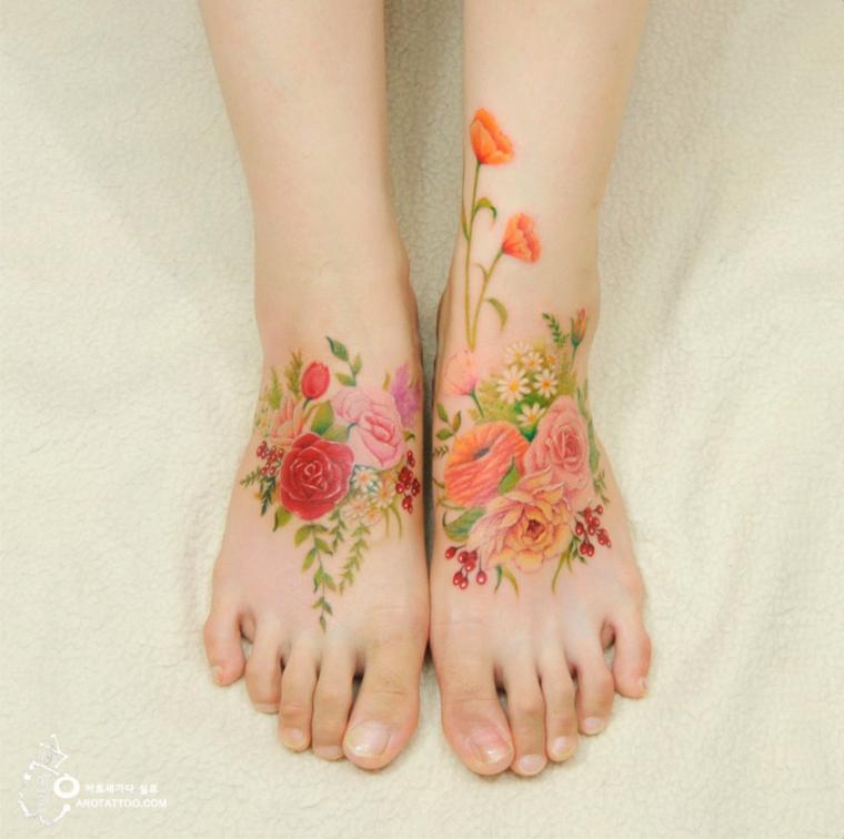 tatouage de fleurs sur les pieds